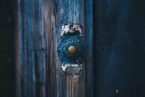 Lisa 261- door-wooden-bell-old